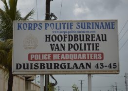 Mulher foi presa após abandonar o filho de 1 ano e seis meses em Paramaribo