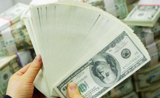 Dólar fecha acima dos R$ 3 pela primeira vez desde 2004