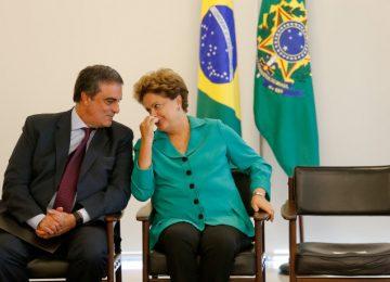 No papel de advogado, Cardozo tenta blindar Dilma