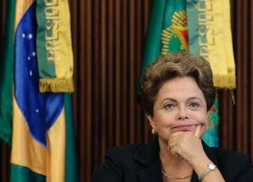 Dilma ultrapassa FHC em pedidos oficiais de impeachment