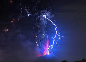 Vulcão Calbuco segue em erupção no Chile; voos são cancelados