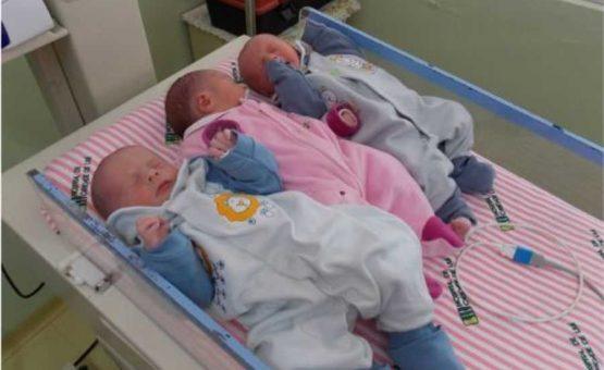 Trigemeos mais jovens do Suriname nasceram no hospital AZP em Paramaribo