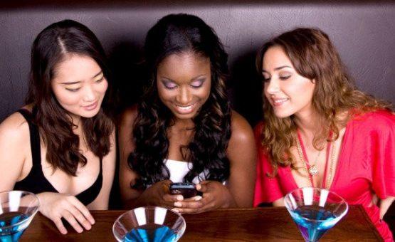 Cansou de comer e turistar sozinho? Esses apps podem te ajudar a sair da solidão