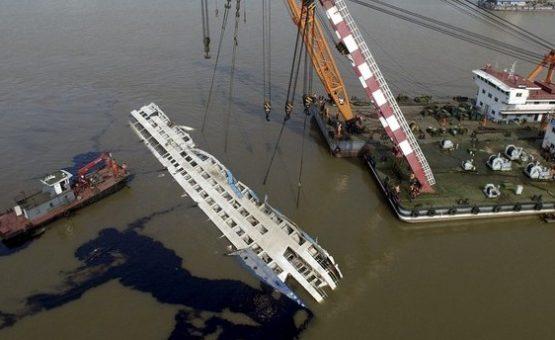 Número de mortos em naufrágio na China passa dos 300