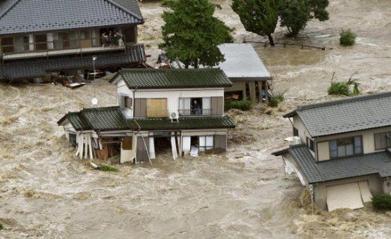 Mais de 100 mil fogem de enchentes no Japão após temporal sem precedentes