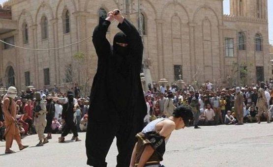 Carrasco de 127 kg mutila e aterroriza prisioneiros do Estado Islâmico no Iraque