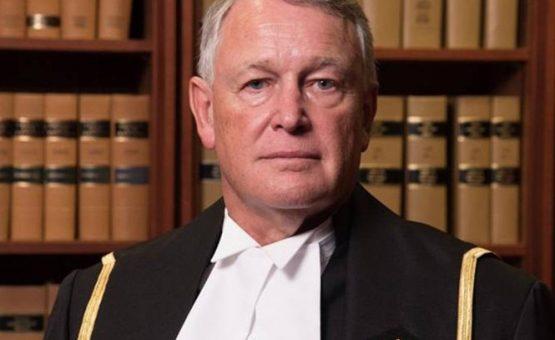 Juiz pergunta a vítima de estupro por que ela não fechou as pernas
