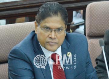"""Santokhi (VHP): """"Governo não tem plano para tirar o Suriname do atoleiro financeiro"""""""