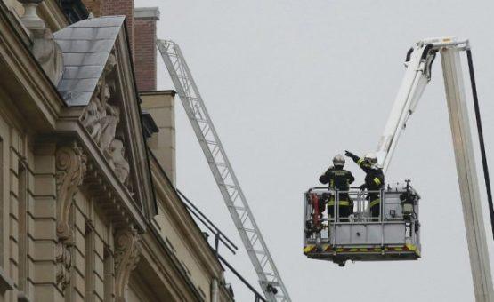 Incêndio atinge o luxuoso Hotel Ritz de Paris