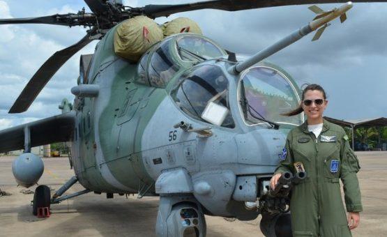 'Segredo é dedicação', diz 1ª mulher a pilotar helicóptero de ataque no Brasil