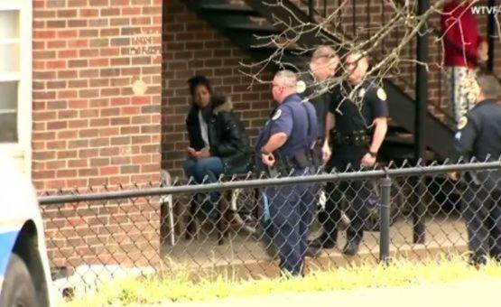 Adolescente é preso depois de atirar em sua família porque lhe acordaram para ir à escola