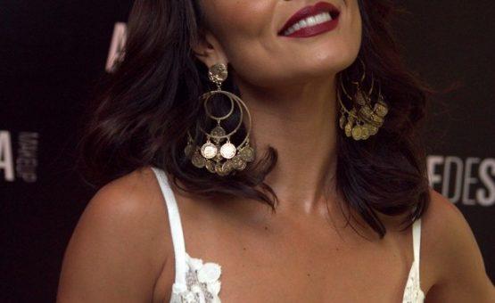 Juliana Paes usa transparência e avisa: 'A mulher mãe é sensual'
