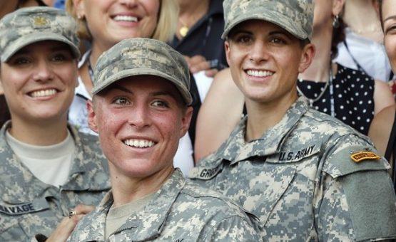 Capitã de 27 anos é 1ª mulher a entrar para infantaria do Exército dos EUA