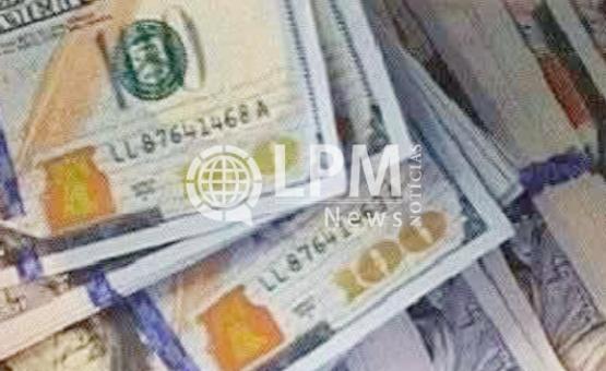 Dólar fecha semana em alta após declarações sobre juros nos EUA