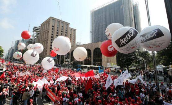 1º de maio: São Paulo terá atos a favor e contra Dilma