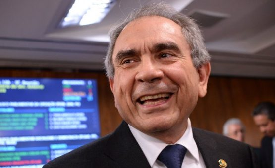 Presidente da comissão do impeachment anuncia voto contrário a Dilma