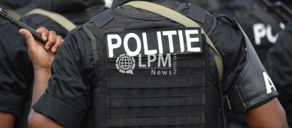 Dois bandidos que usavam uniformes falsos da polícia foram presos em Paramaribo