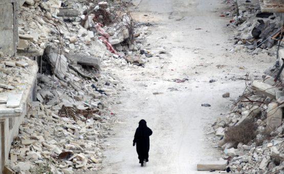 Bombardeios no leste da Síria deixam mais de 80 mortos