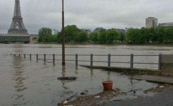 França mantém 13 departamentos em estado de alerta devido às chuvas