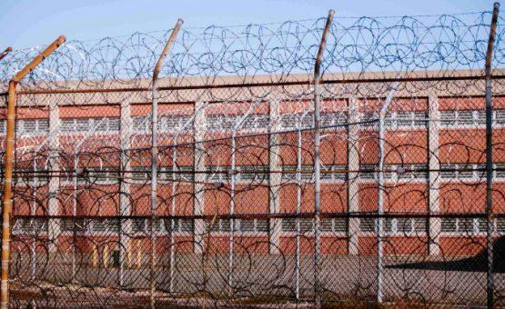 Homem passa 5 meses em prisão nos EUA porque não sabia que a fiança era 2 dólares
