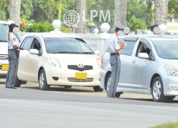 Polícia confisca 46 carteiras de motorista nos primeiros dias de janeiro no Suriname