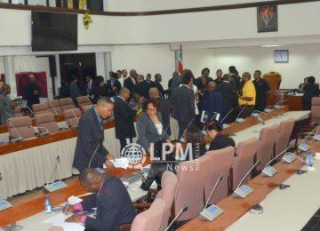 Parlamentares querem explicação do governo sobre a situação econômica do Suriname