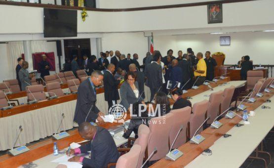 Assembléia Nacional aprovou modificações na lei de comércio do Suriname