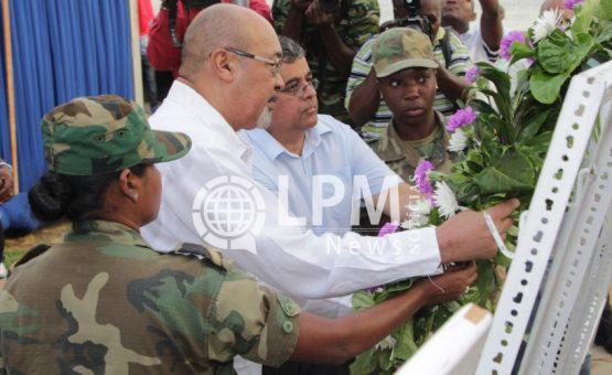 Presidente Desi Bouterse participou do dia de luto nacional no Suriname