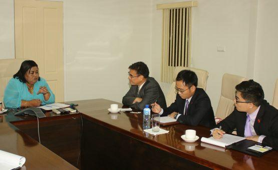 Ministra da Justiça e Polícia do Suriname recebeu o embaixador da China