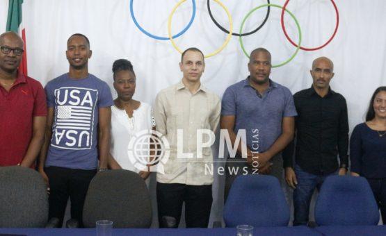 Público recebeu com entusiasmo a tocha olímpica na sede do CCBS em Paramaribo (Fotos)