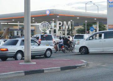 Consumidores em Paramaribo são surpreendidos com aumento da gasolina nos postos de combustíveis