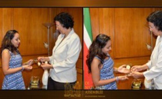 Cantora Nisha Madaran foi homenageada na Assembléia Nacional do Suriname