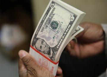 Dólar passa a cair, de olho em cenário eleitoral