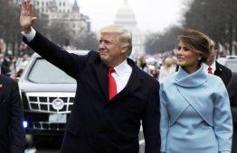 Trump zomba de protestos no Twitter, mas volta atrás