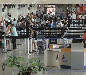 Justiça suspende cobrança por despacho de bagagens em voos