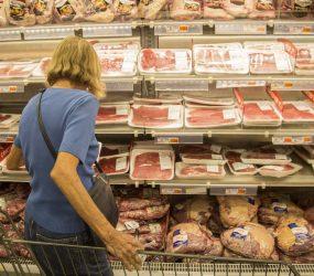 União Europeia barra importação de carne de empresas investigadas