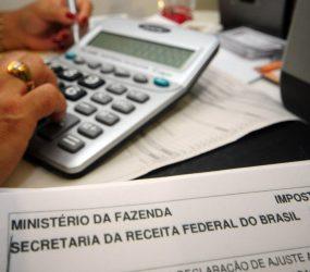 Brasileiro morando fora há mais de um ano não precisa declarar IR