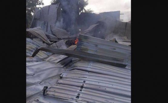 Supermercado foi saqueado e incendiado por ladrões no garimpo do Suriname