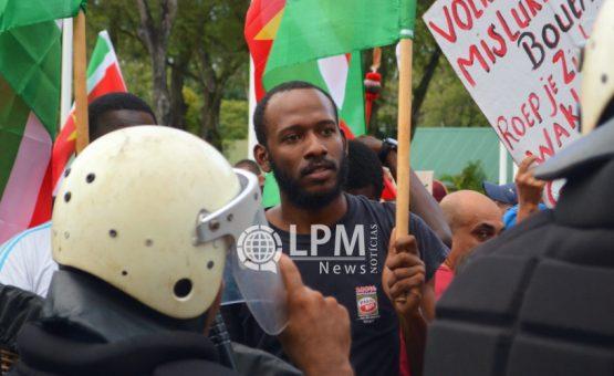 Curtis Hofwijks falou dos momentos difíceis que passou após ser preso injustamente em Paramaribo
