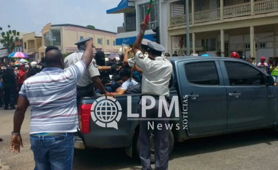 Agitação e prisão de líderes sindicais marcaram o quarto dia de protestos em Paramaribo (Fotos)
