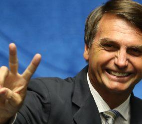 Bolsonaro diz que irá acabar com reservas e financiamento de ONGs