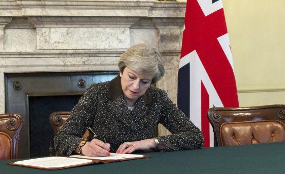 May antecipa eleição no Reino Unido para início de junho