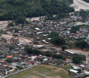 Chega a 320 número de mortos em deslizamento de terra na Colômbia