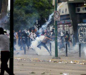 Países da América Latina condenam violência na Venezuela