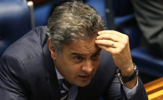 Rede e PSOL protocolam pedido de cassação de Aécio no Senado