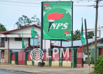 Sede do Partido Nacional do Suriname foi atacada por vândalos no final de semana
