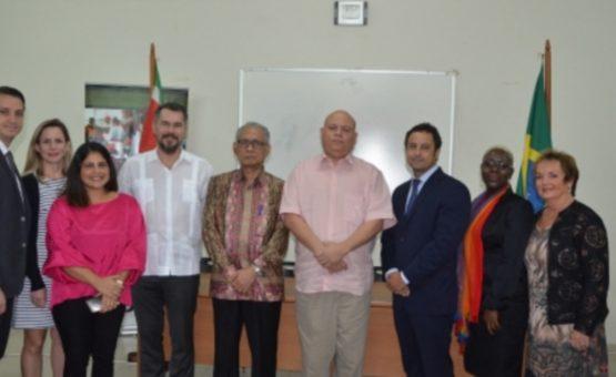 """Brasil compartilha experiência de sucesso no """"Programa Jovem Aprendiz"""" com o Suriname"""