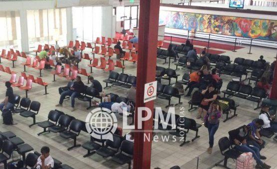 27 passageiros foram detidos no Aeroporto Internacional do Suriname por multas de trânsito em atraso