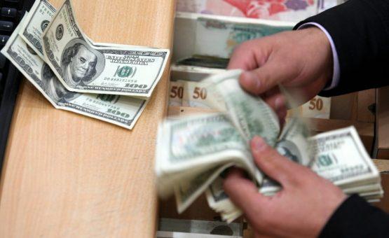 Dólar opera estável, após fala de Bolsonaro sobre Previdência