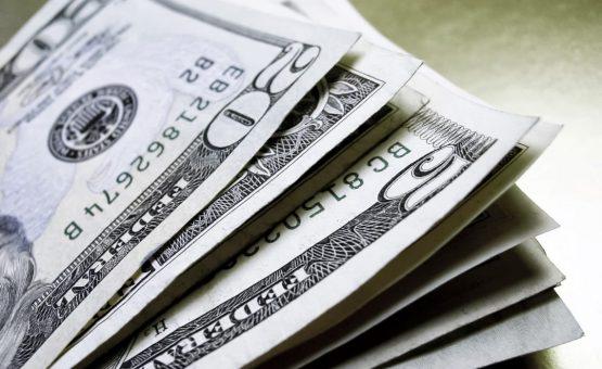 Dólar abre agosto com leve alta sobre o real, cotado a R$ 3,75